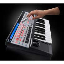 Novation ReMOTE SL 25 MKII 2